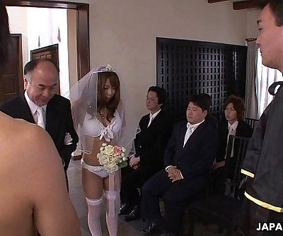 During her wedding she has to suck on a hard wiener - 6 min HD+