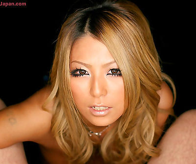 Fantastic Japanese babe gives an..
