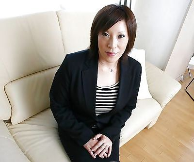 Asian MILF in pantyhose Kimiko..