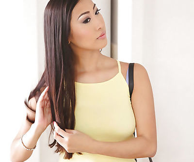 Asian first timer Sharon Lee..
