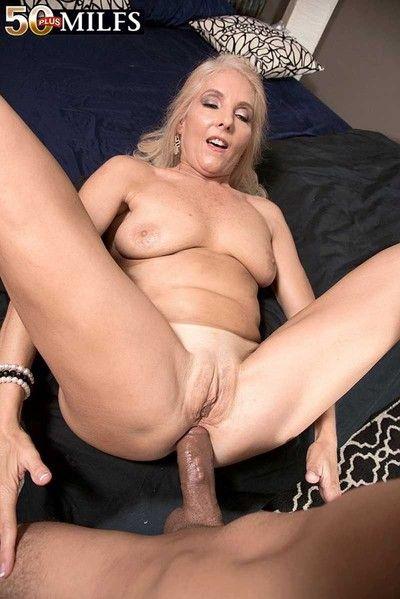Milf chery leigh loves huge deep in her ass