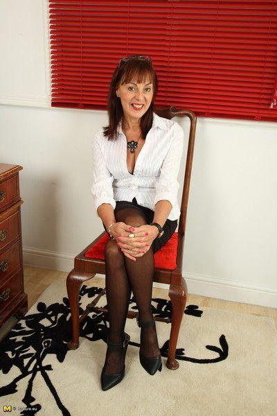 Hairy british housewife getting naughty