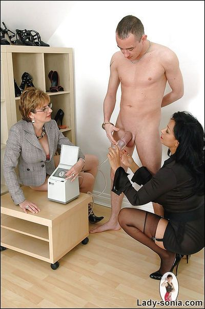 Mature fetish ladies have some fun pumping a swollen cock