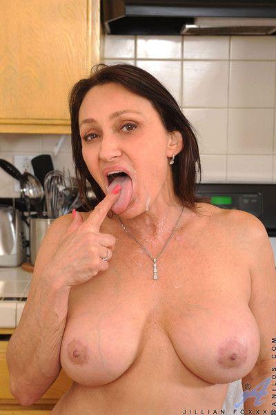 Mature pussy fucking pics