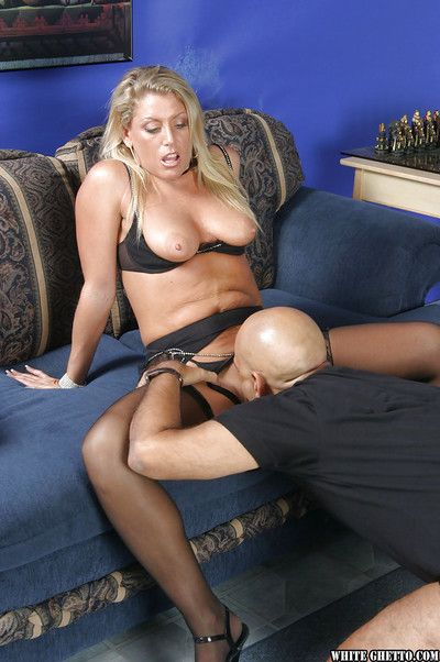 Threesome sex of a big tits mature lady Chelsea Zinn and her men
