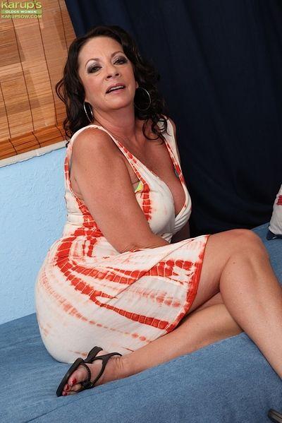 coquine mature Femme Margo Sullivan se masturber les plus âgés Femme chatte