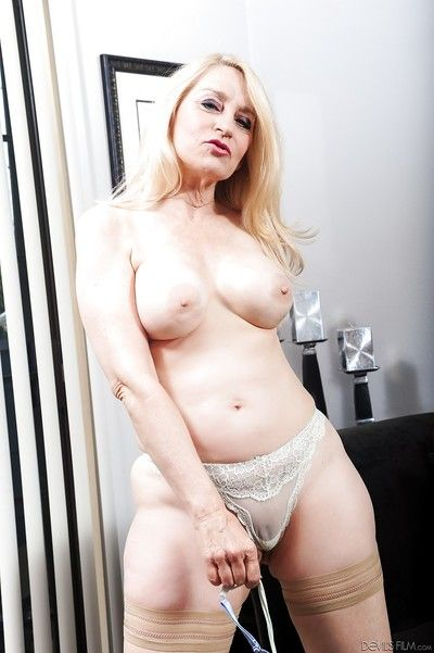 Clothes mature mom Robin Pachino exposing stockings and shaved pussy