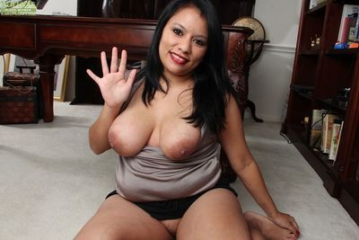 Wonderful big tits milf Lucey Perez is showing her pussy in close up - part 2