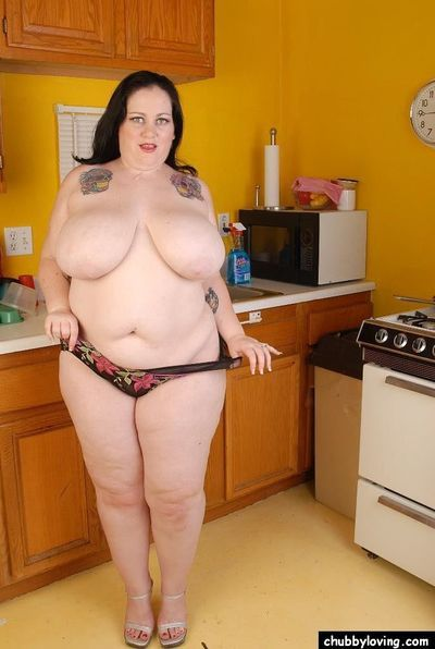 Fatty brunette Glory-Foxxx demonstrates her gougers shape on cam - part 2