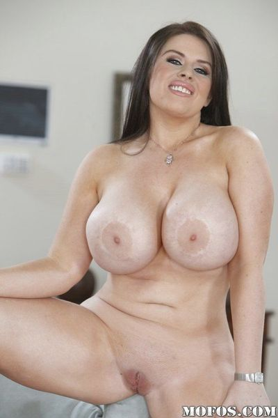 See big fatty butt and juicy shaved pussy of hot milf Daphne Rosen - part 2