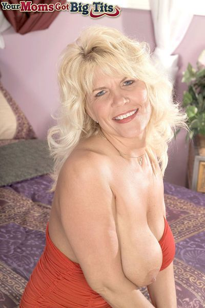 Blonde BBW mature woman Jerrika Micheals rides a dildo toy and enjoys it