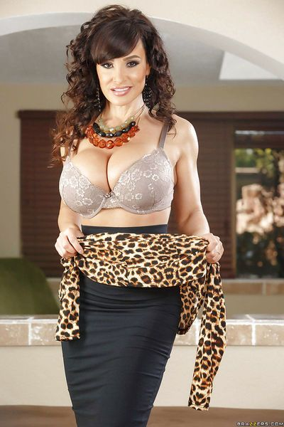 Glamorous mature brunette Lisa Ann shows her outstanding shape