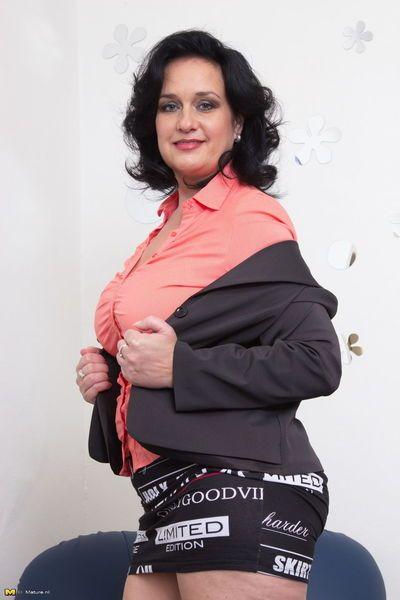 Reifen Frau Blinken weiß Upskirt Unterwäsche Tragen schwarz Strümpfe