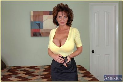 Raunchy mom with incredible round boobs and tight ass strips and poses