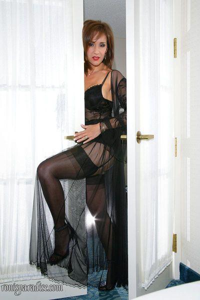 es ist ein Wunder Wenn Roni posing in sexy Dessous und Verbreitung Vagina