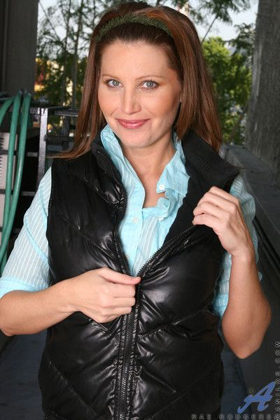 Redhead anilos rae rodgers excite us as she removes her leather tops and start t