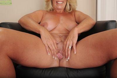 già, dâm đãng với lớn bộ ngực Crystal, Crystal, Crystal Taylor phân tích cô ấy ham muốn tình dục trên máy quay