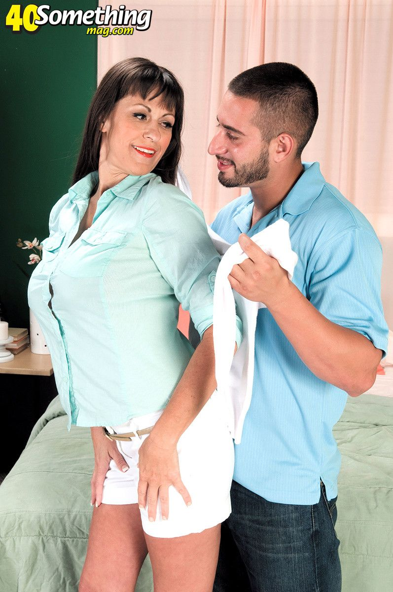 Busty mature slut getting sex pleasure