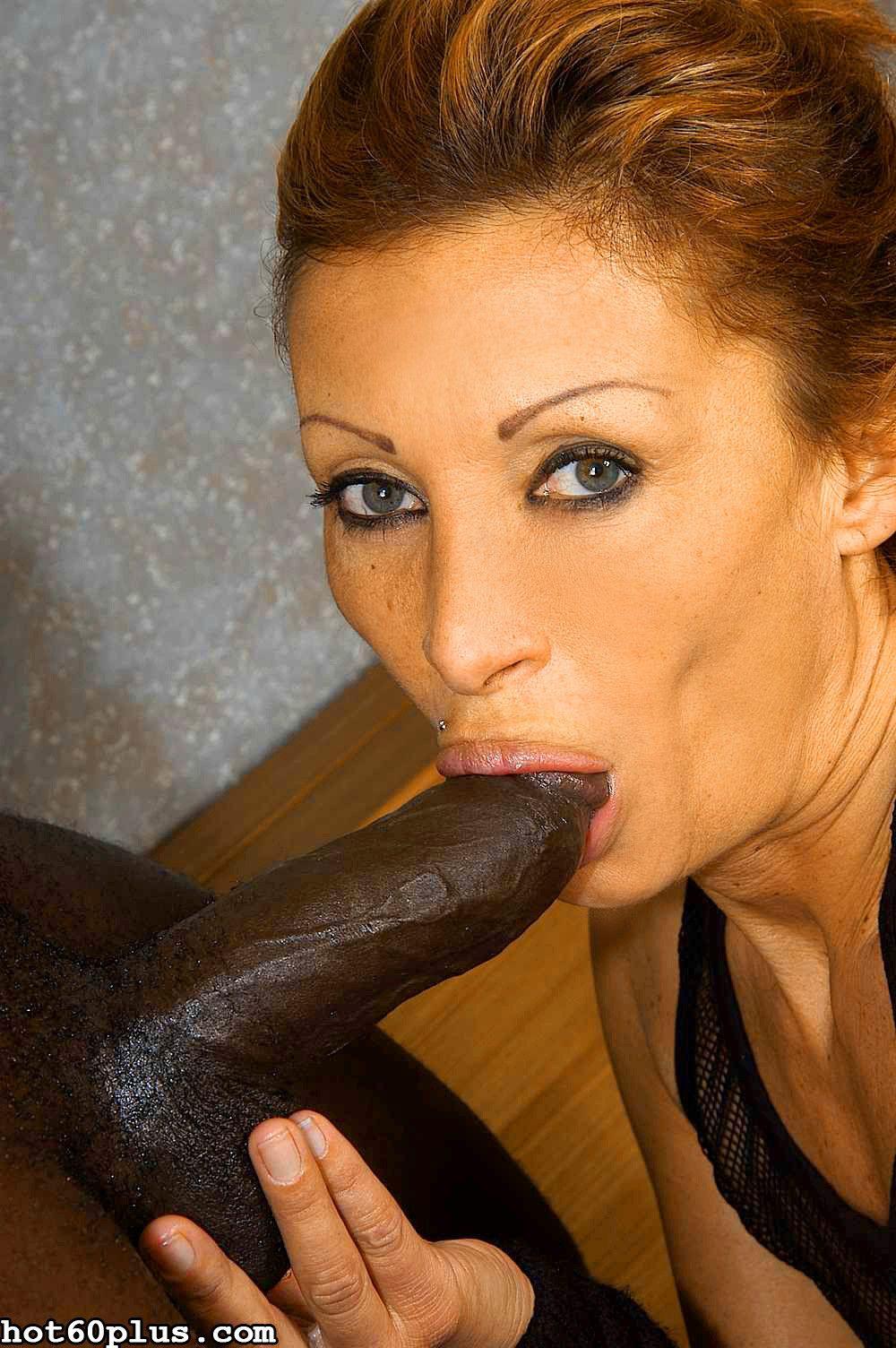 Old woman gets huge black dick deeep into sloppy possy