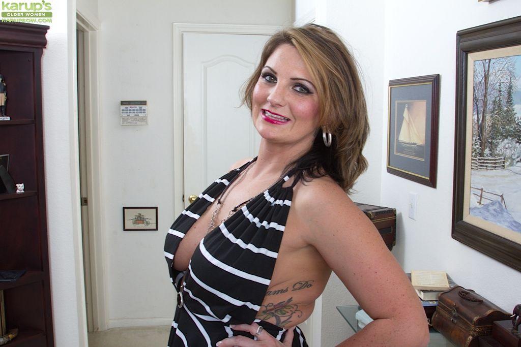 Capricious chubby mature woman Cherrie Dixon pleasures herself