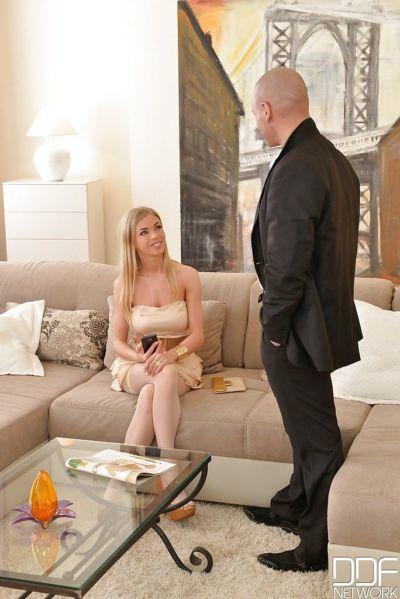 Beautiful blonde chick Lolly Gartner sucking ball sac in stockings