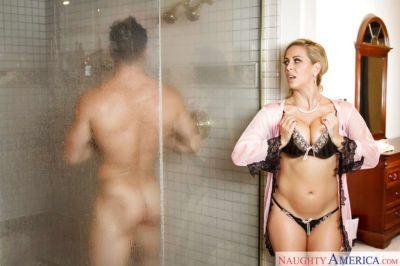 Older blonde MILF Cherie DeVille taking external cumshot on bald cunt