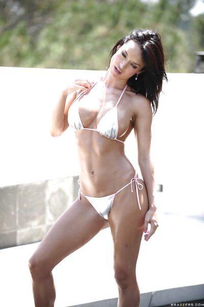 Latina pornstar Franceska Jaimes bathes her babe ass in outdoor pool