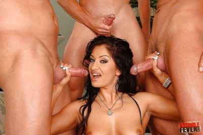 Lusty MILF Lee Lexxus is into groupsex and worshiping huge dicks
