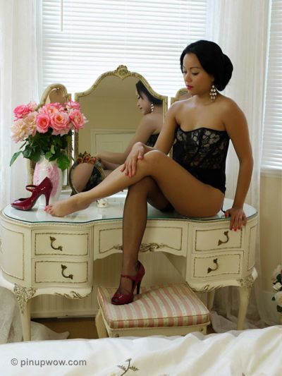 Asian pin up model Petra So removes black stockings from sexy legs