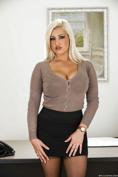 Curvy office babe Dayna Vendetta stripping off her suit and lingerie