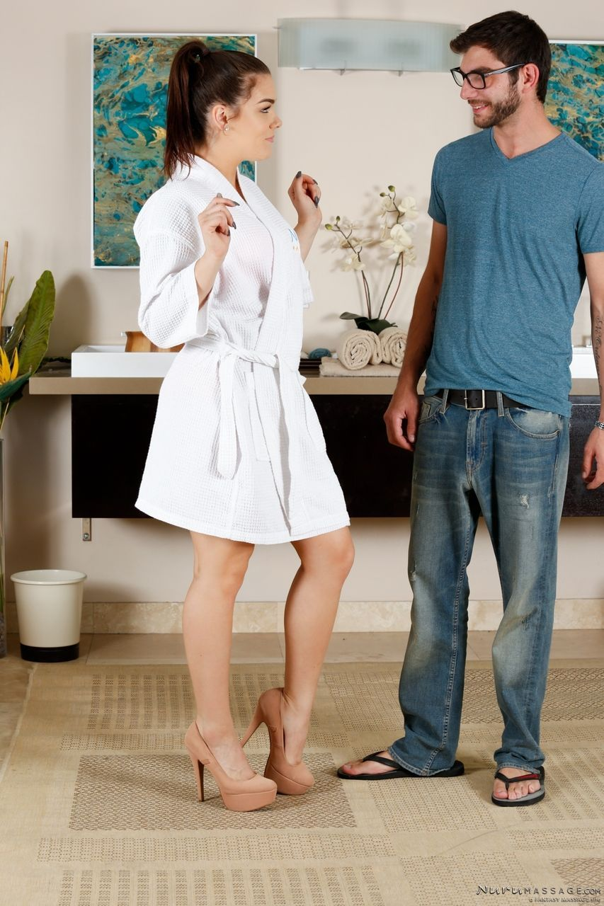 Oiled masseuse Kimber Woods makes sure Logan Long is one satisfied client