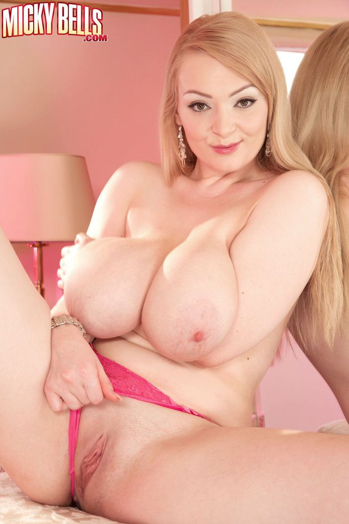 Superb blonde cougar with fat tits licks her bubbles and rubs her cunt