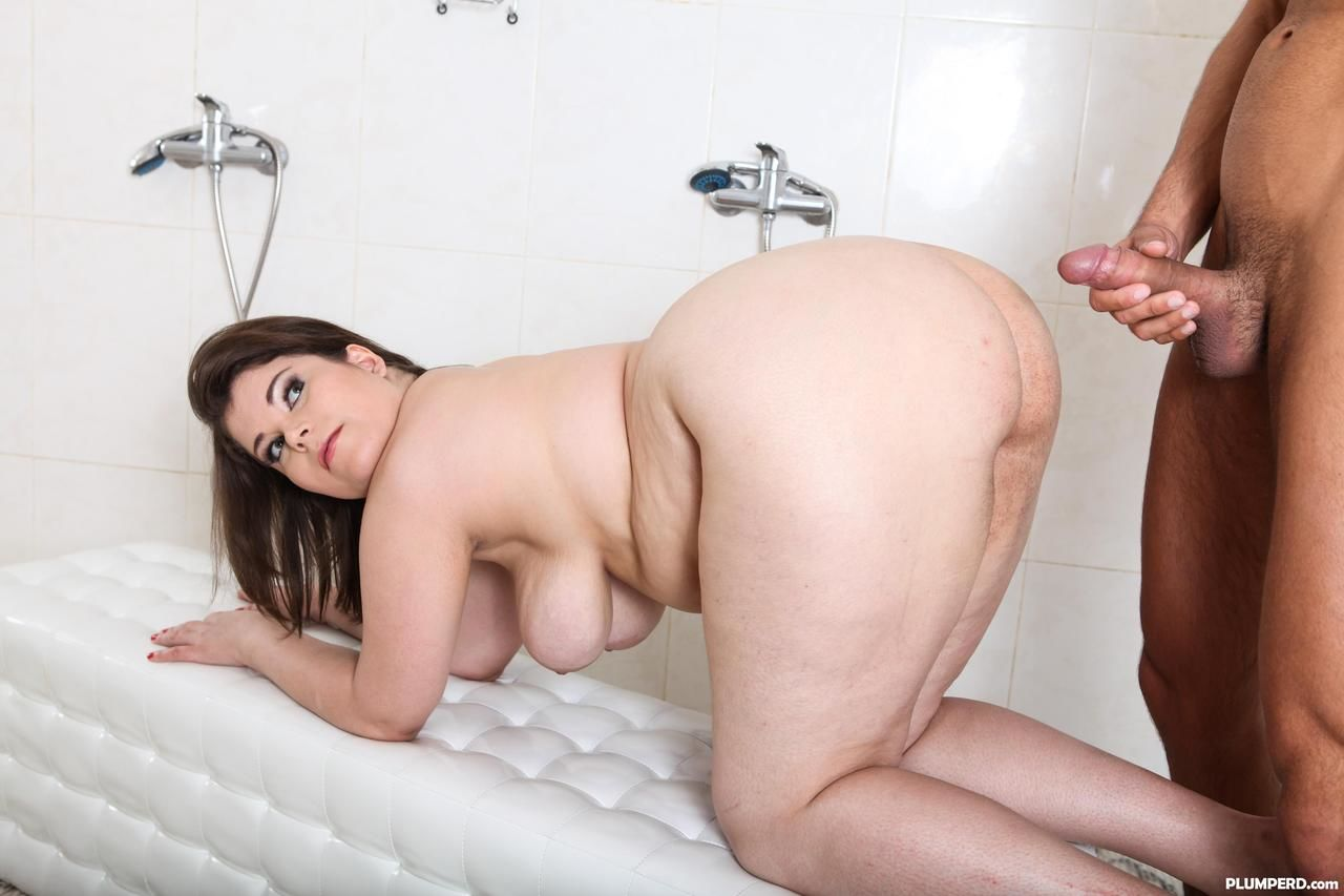 BBW in sheer lingerie seduces a naked man in men\'s shower and face sits him