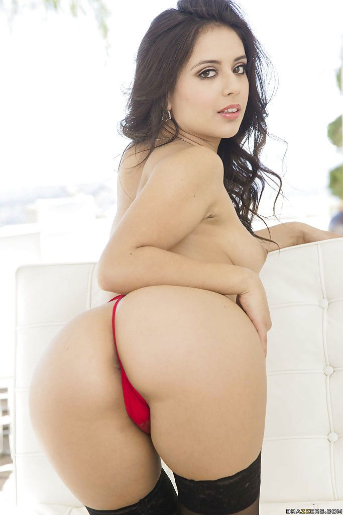 Latina babe Jynx Maze in high heels baring her bare bottom and cunt