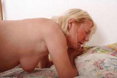 Amateur granny Angeline amazing hardcore sex in bedroom - part 2