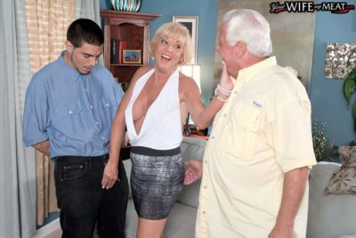 Blonde mom Scarlet Andrews hard fucked by the son in crazy home porn videop