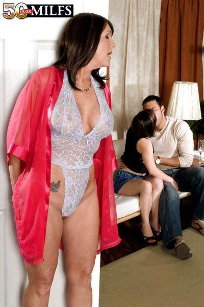 Maduro hottie en Lacy leotardo lencería la miel Ray llegar Cum todos más su la cara