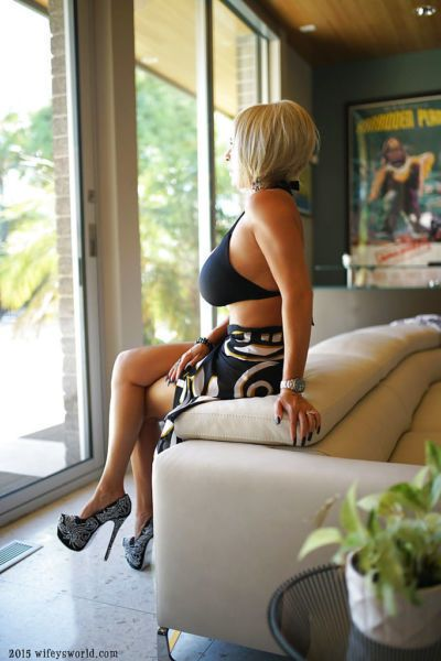 Leggy blond housewife Sandra Otterson modeling high heeled pumps and bikini