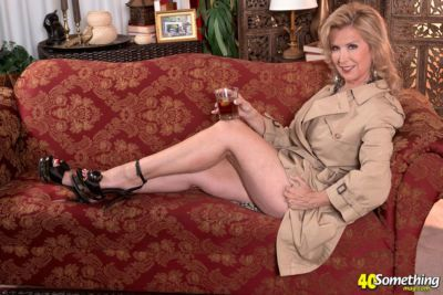 Classy mature woman Laura Layne doffs overcoat and lingerie to masturbate