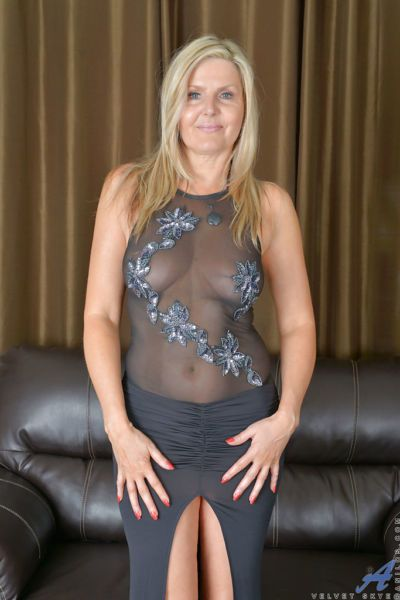 Older blonde babe Velvet Skye baring small tits and hairy vagina