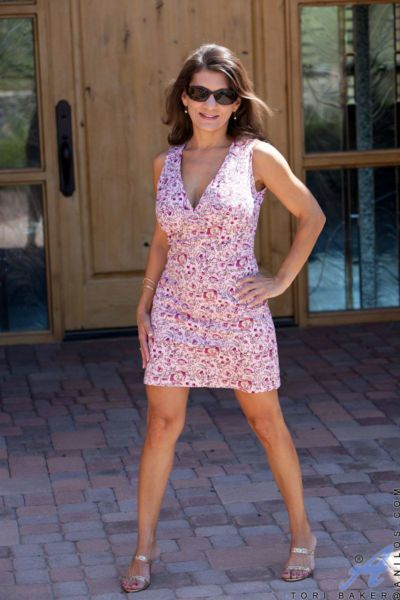 Mature lady Tori Baker freeing large tits from summer dress outdoors