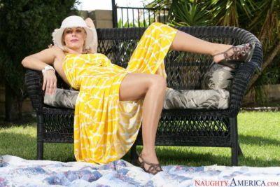 Holly Sampson