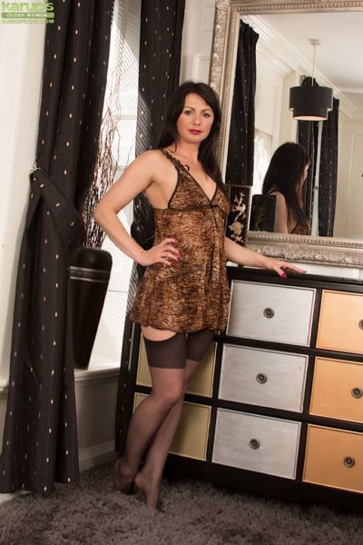 Older European housewife Roxanne Cox spreading shaved mature pussy