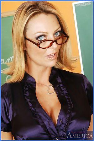 Mature teacher in glasses Brenda James masturbating while reading