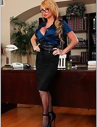Hot sex teacher in glasses Taylor Wane spreading her legs in stockings