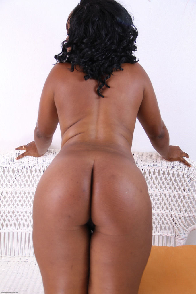 Chubby black lady Khrysie removes her swimsuit for nude posing