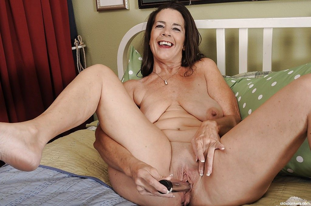 Hot granny with saggy tits Tia masturbates her pussy with toys
