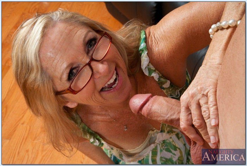 создали сайт старые похотливые сучки фото очках