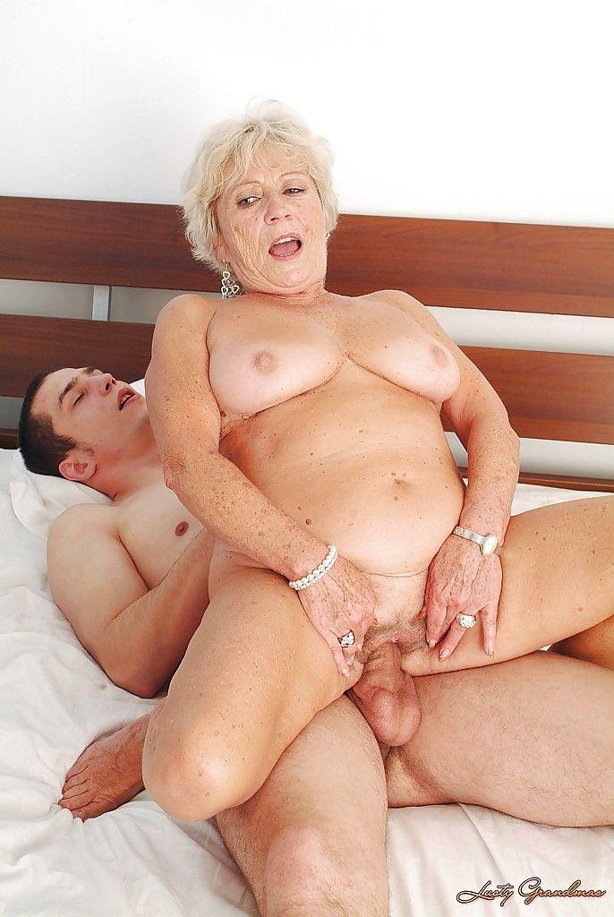 Бабушки и внучки в порно