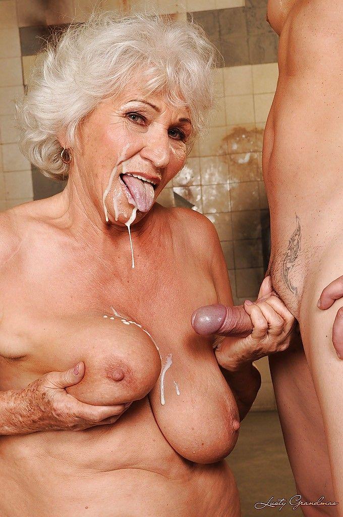 Страстно деве бабки очень целуются старые